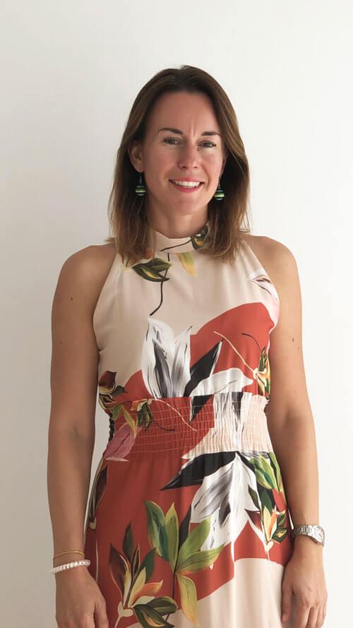 Natalia Quirosova. Departamento comercial