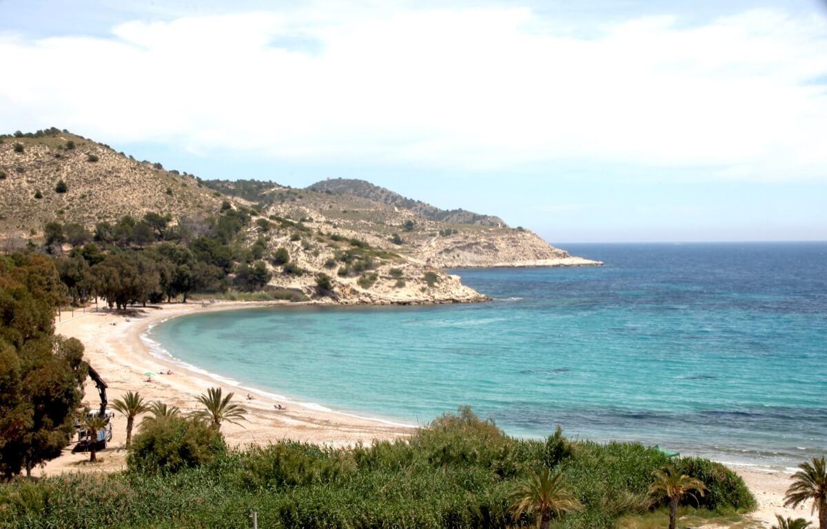 Agua cristalina en Playa el Torres, Villajoyosa (Alicante)
