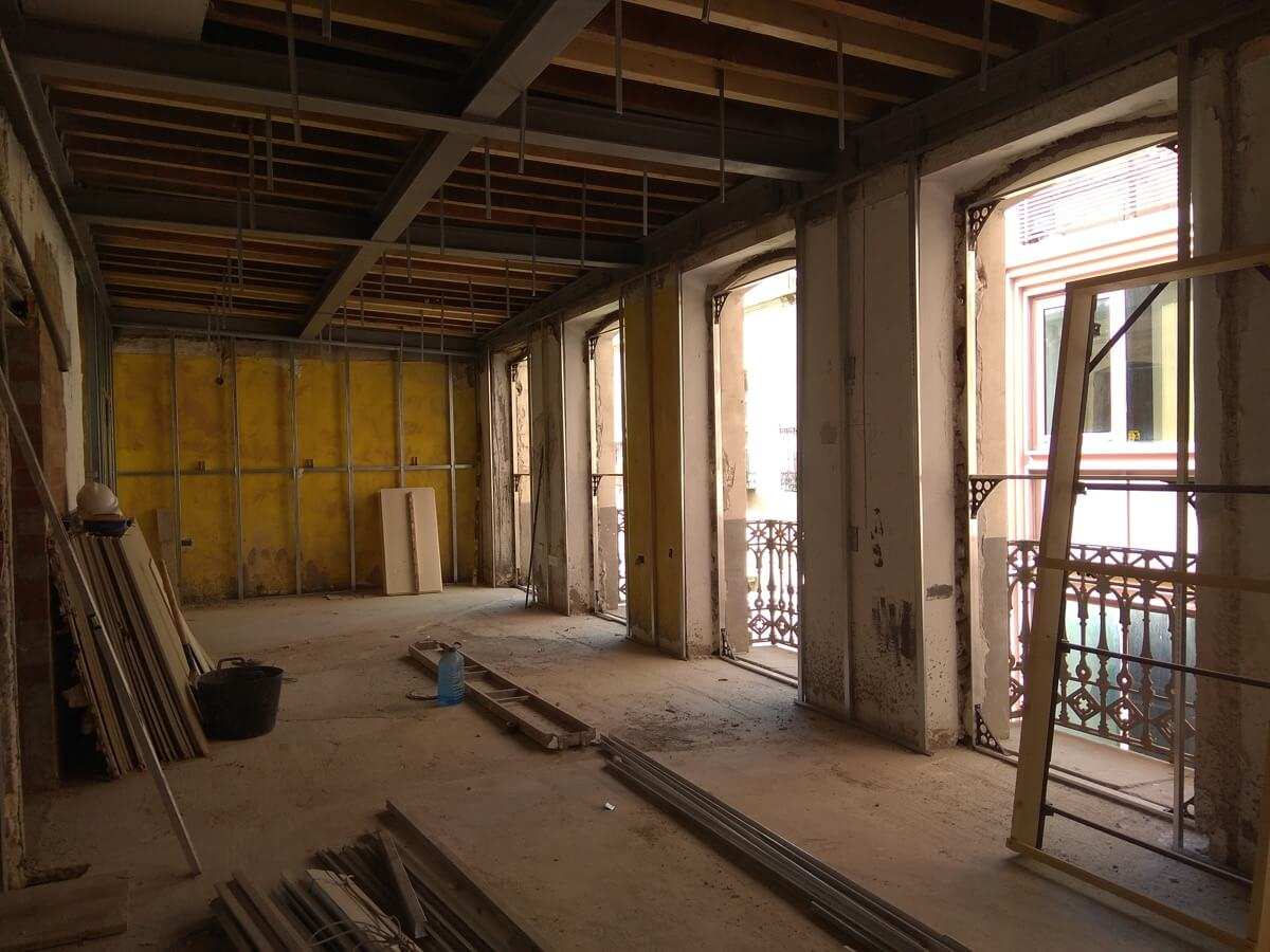 Interior de vivienda antes de la restauración de Labradores, 24