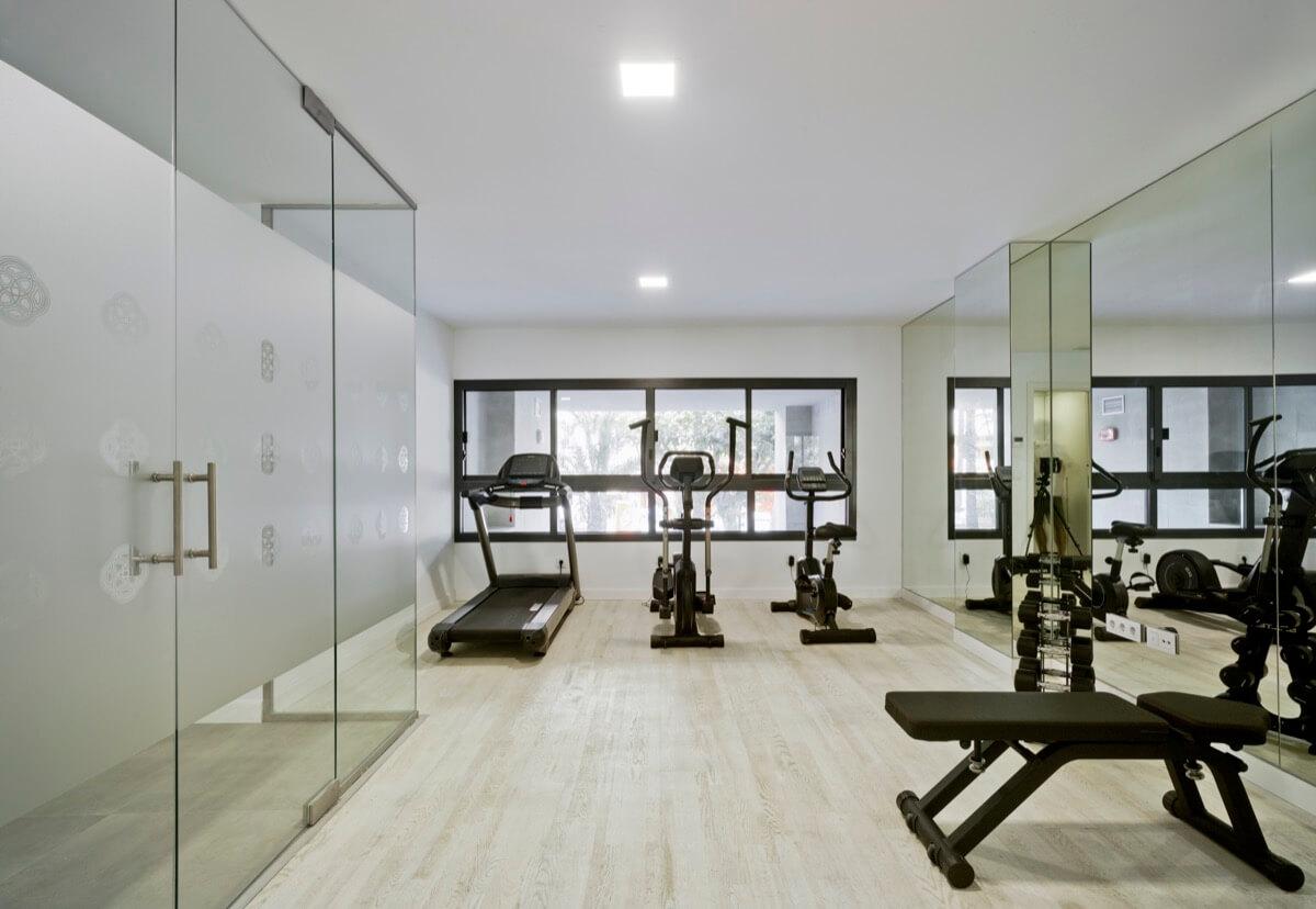 Fotografía interior del gimnasio del Residencial Marvá
