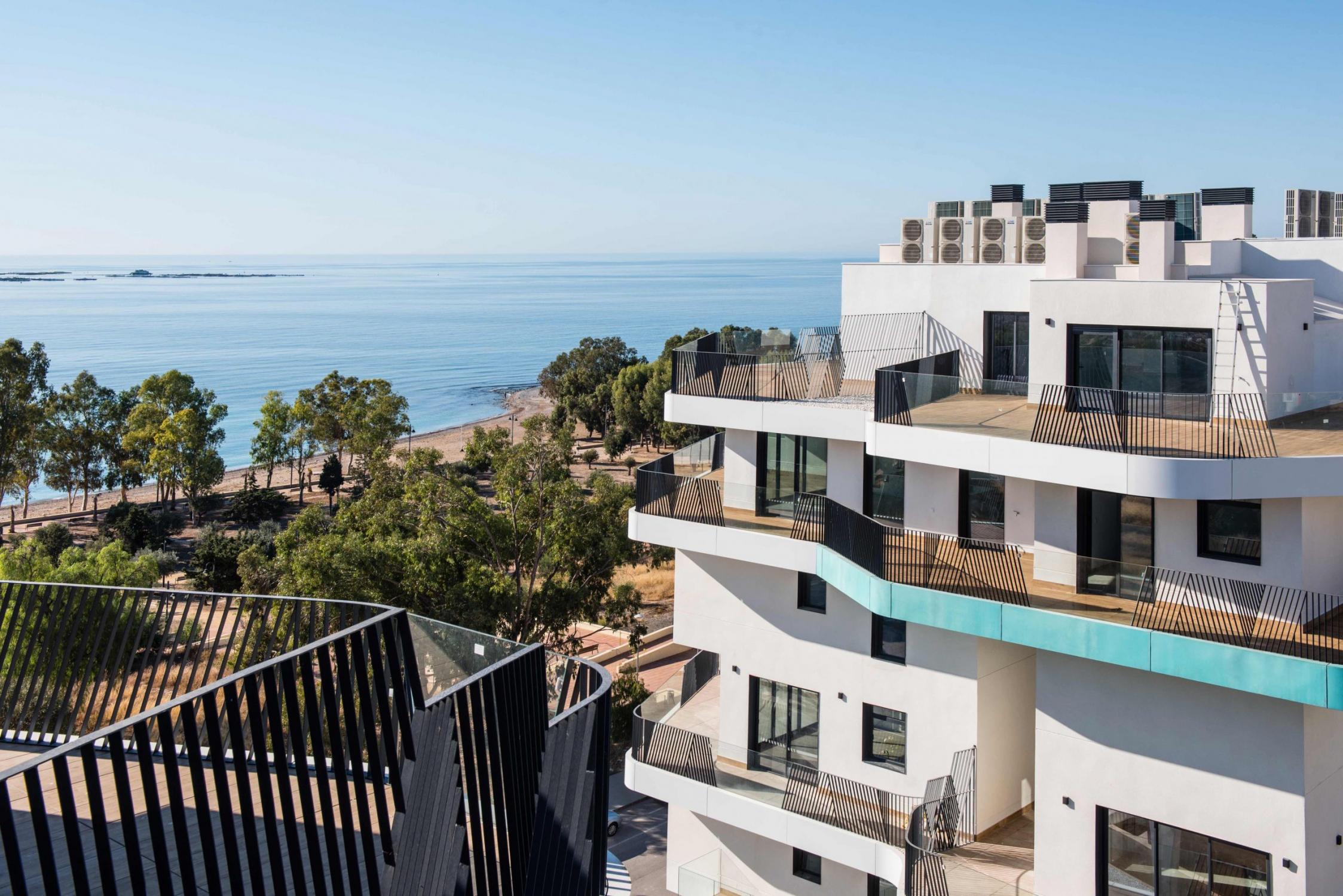 Visuales hacia el mar mediterráneo desde la las terrazas de Allonbay Village
