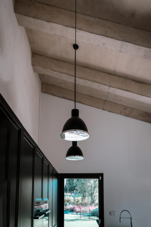 Lampara colgante de techo negra para cocina, arquitectura unifamiliar