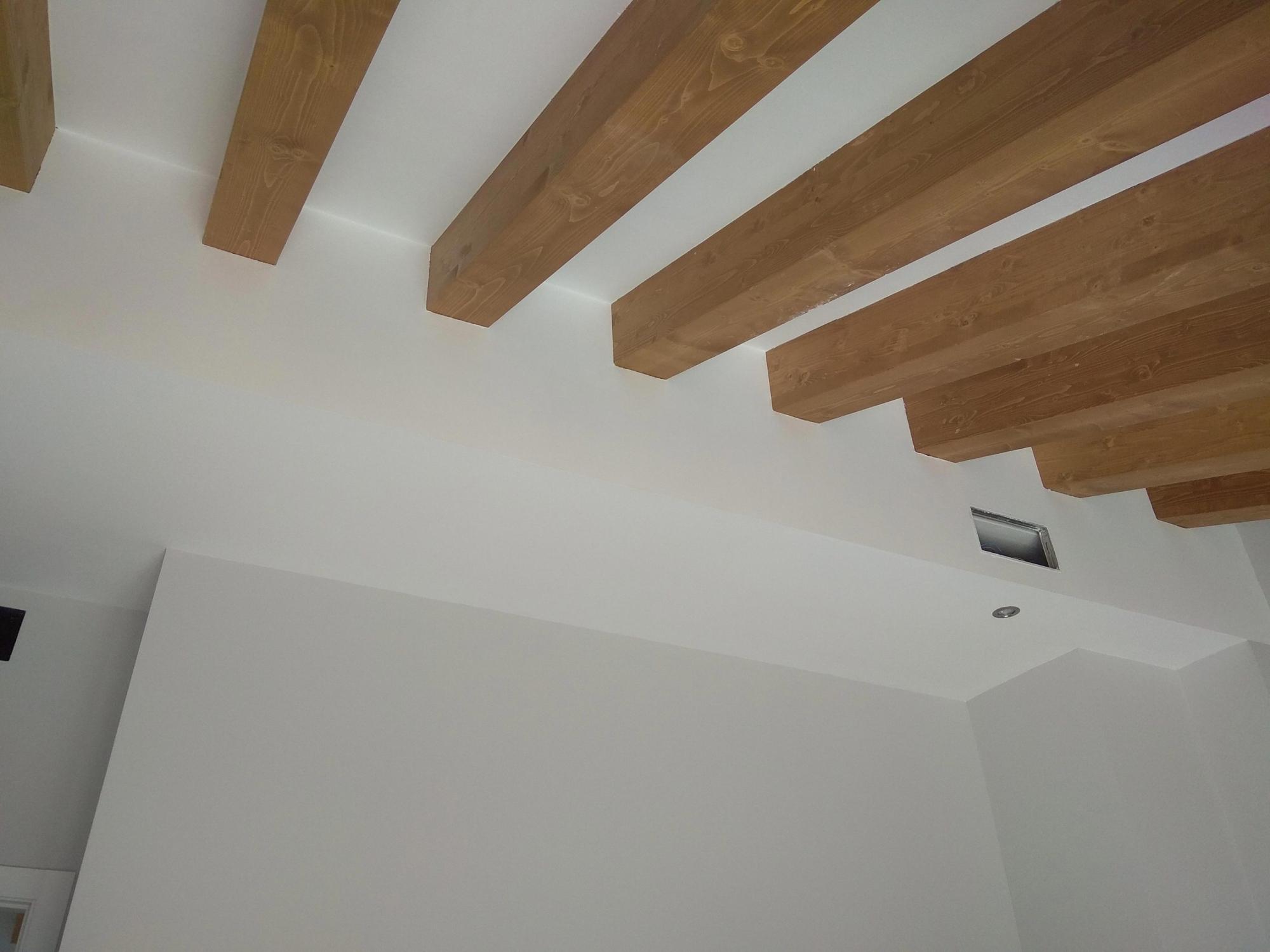 Detalles viguetas de madera ático de Labradores 24, Alicante